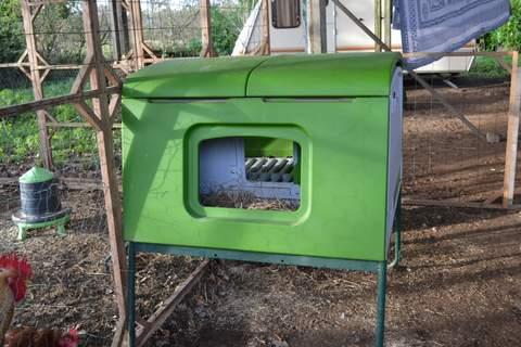 nuevo gallinero eglu cube cr a de gallinas omlet. Black Bedroom Furniture Sets. Home Design Ideas